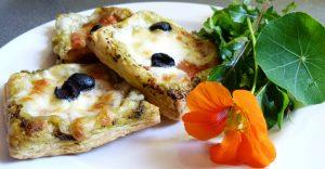 mozzarella-tomate-azeitonas-e-pesto